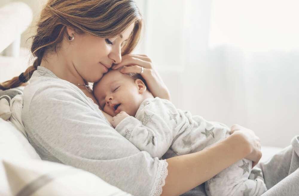 Rozstępy, wiotkość skóry, cellulit – z jakimi problemami borykają się kobiety po ciąży?